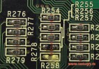 На платах от разобранной техники можно без труда отыскать такие резисторы